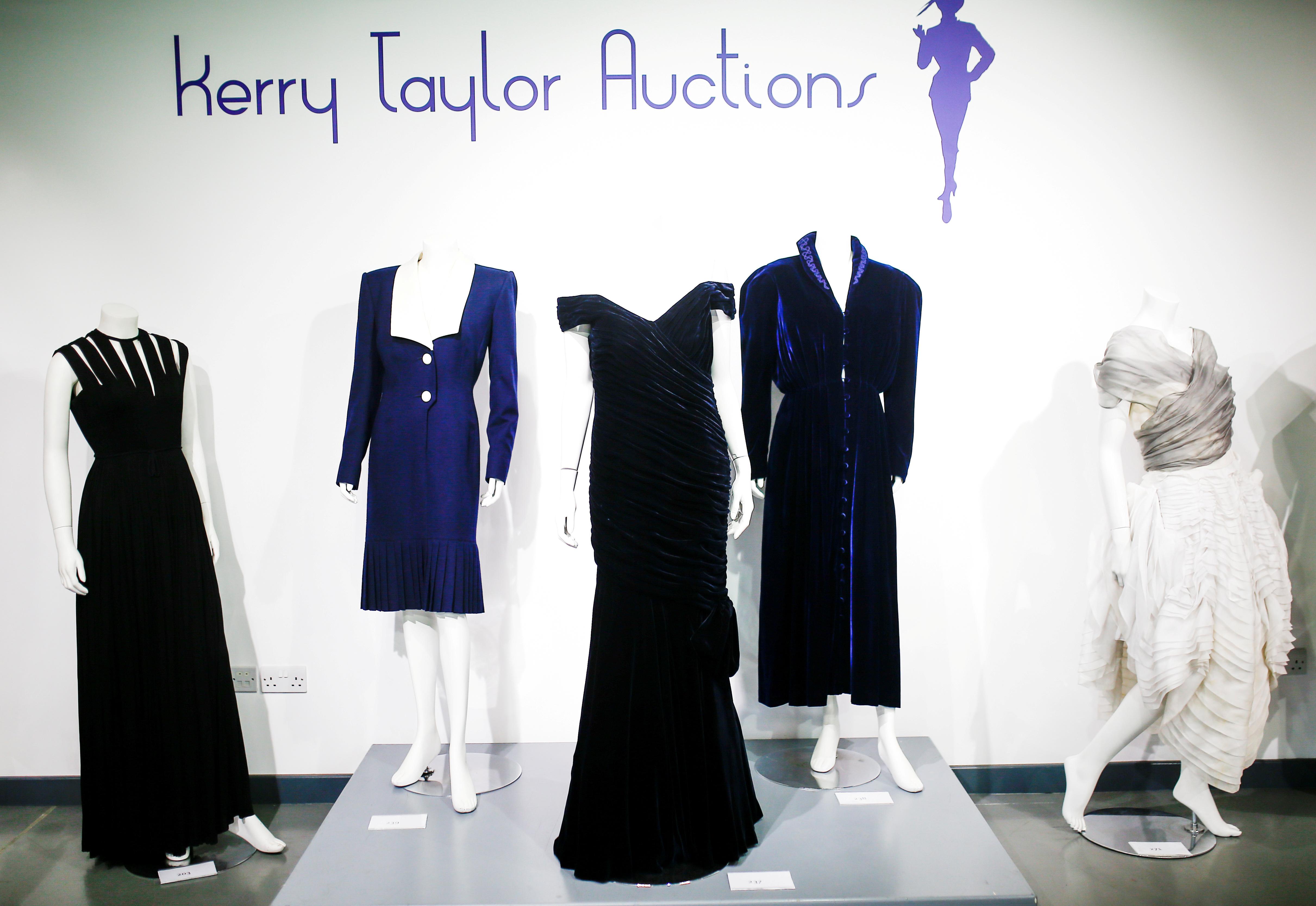 Το «φόρεμα Τραβόλτα» της πριγκίπισσας Νταϊάνα πουλήθηκε πάνω από 252.000 ευρώ