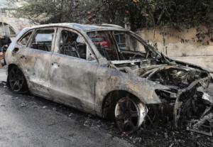 Αιγάλεω: Έβαλαν φωτιά σε αυτοκίνητο
