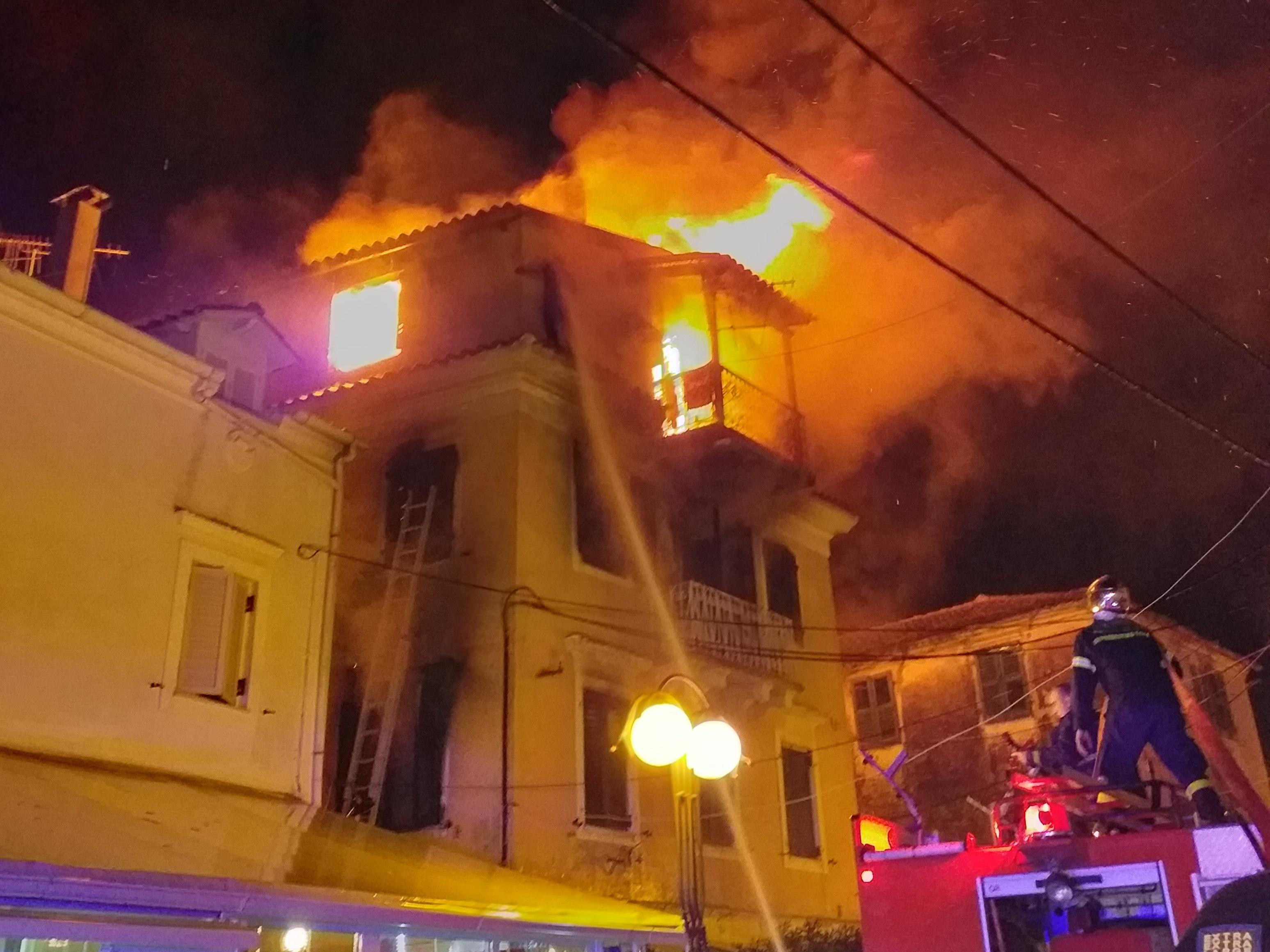 Κέρκυρα: Κάηκε σπίτι, εικόνες σοκ από εγκλωβισμένο άτομο