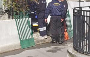Λάρισα: Γυναίκα έπεσε και σφήνωσε μέσα στο φρεάτιο του σπιτιού της! Στο νοσοκομείο μετά τον απεγκλωβισμό της [pics]