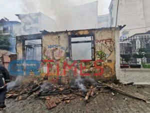 Φωτιά ξέσπασε σε σπίτι στην Άνω Πόλη στη Θεσσαλονίκη