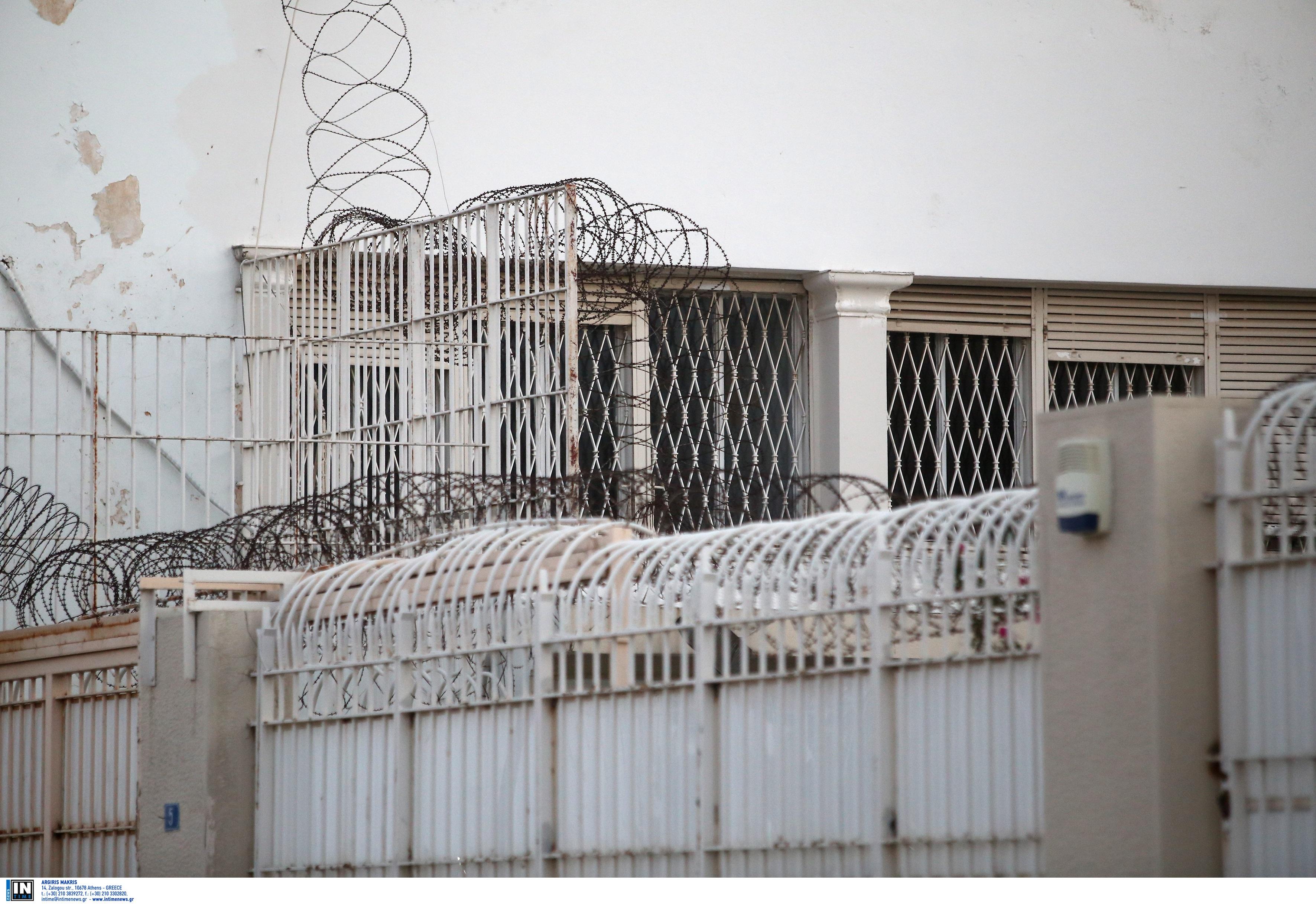 Τρίκαλα: Φυλακισμένος για ανθρωποκτονία βάφτισε το παιδί του στο κελί