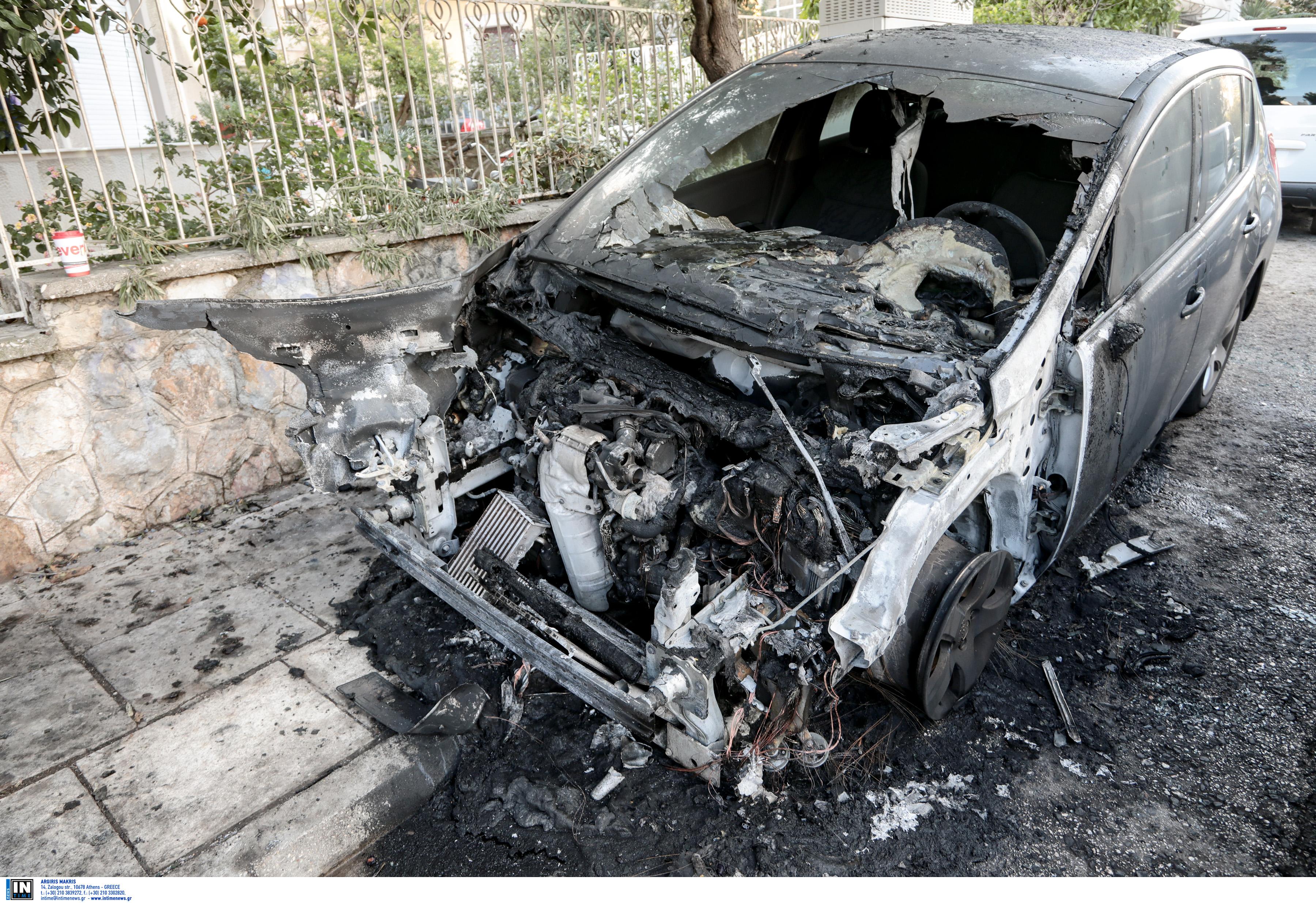 Οι πρώτες εικόνες από το καμένο αυτοκίνητο της διευθύντριας του ψυχιατρείου Κορυδαλλού