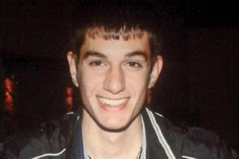 Βαγγέλης Γιακουμάκης: Αθωώθηκε με συγγνώμες ο πατέρας του αδικοχαμένου σπουδαστή!