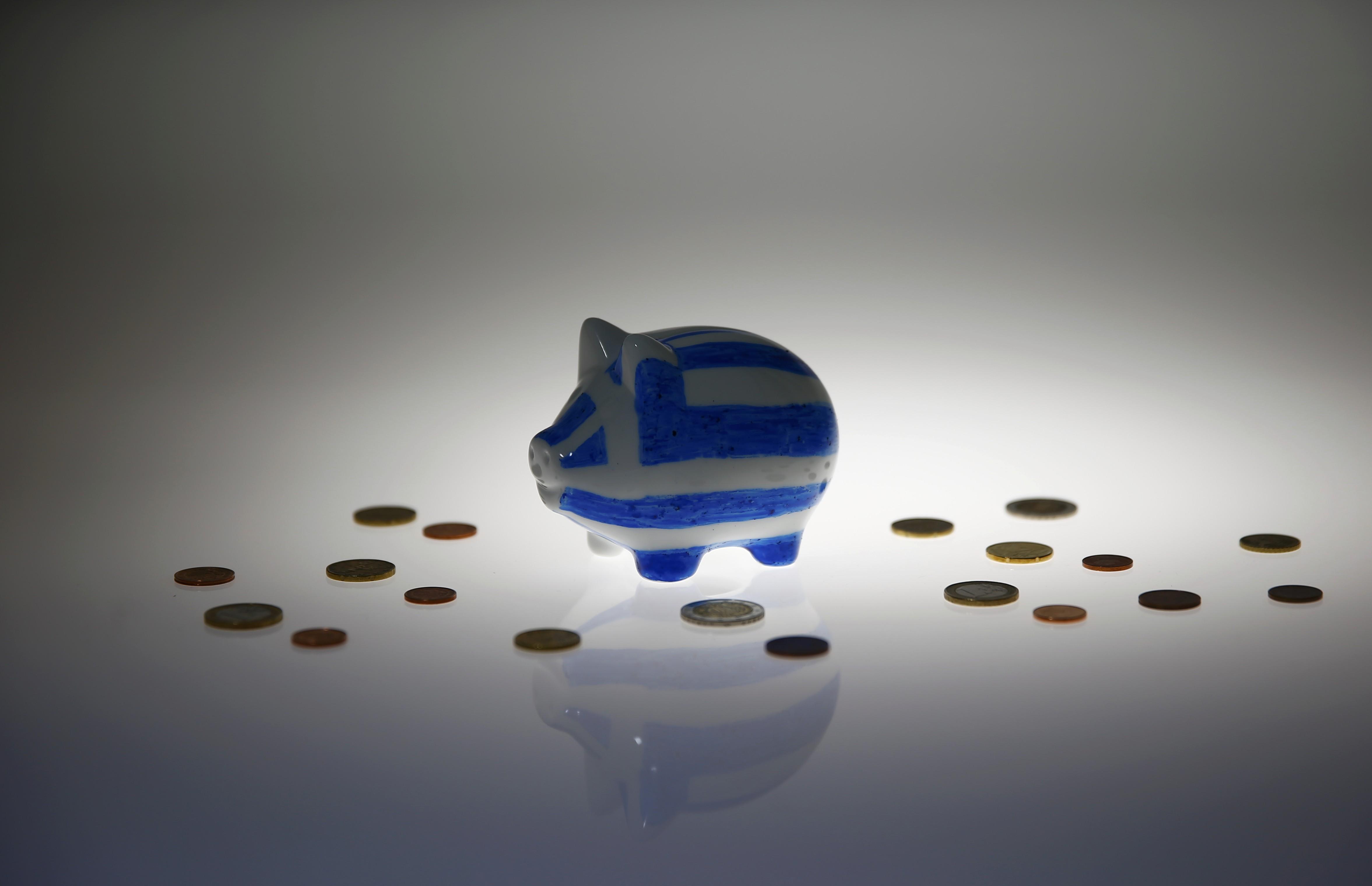 Το χρώμα του χρήματος! «Σπάει» ο κρατικός «κουμπαράς» - Μισό δισ. θα μοιραστεί τις επόμενες μέρες – Ποιοι ωφελούνται