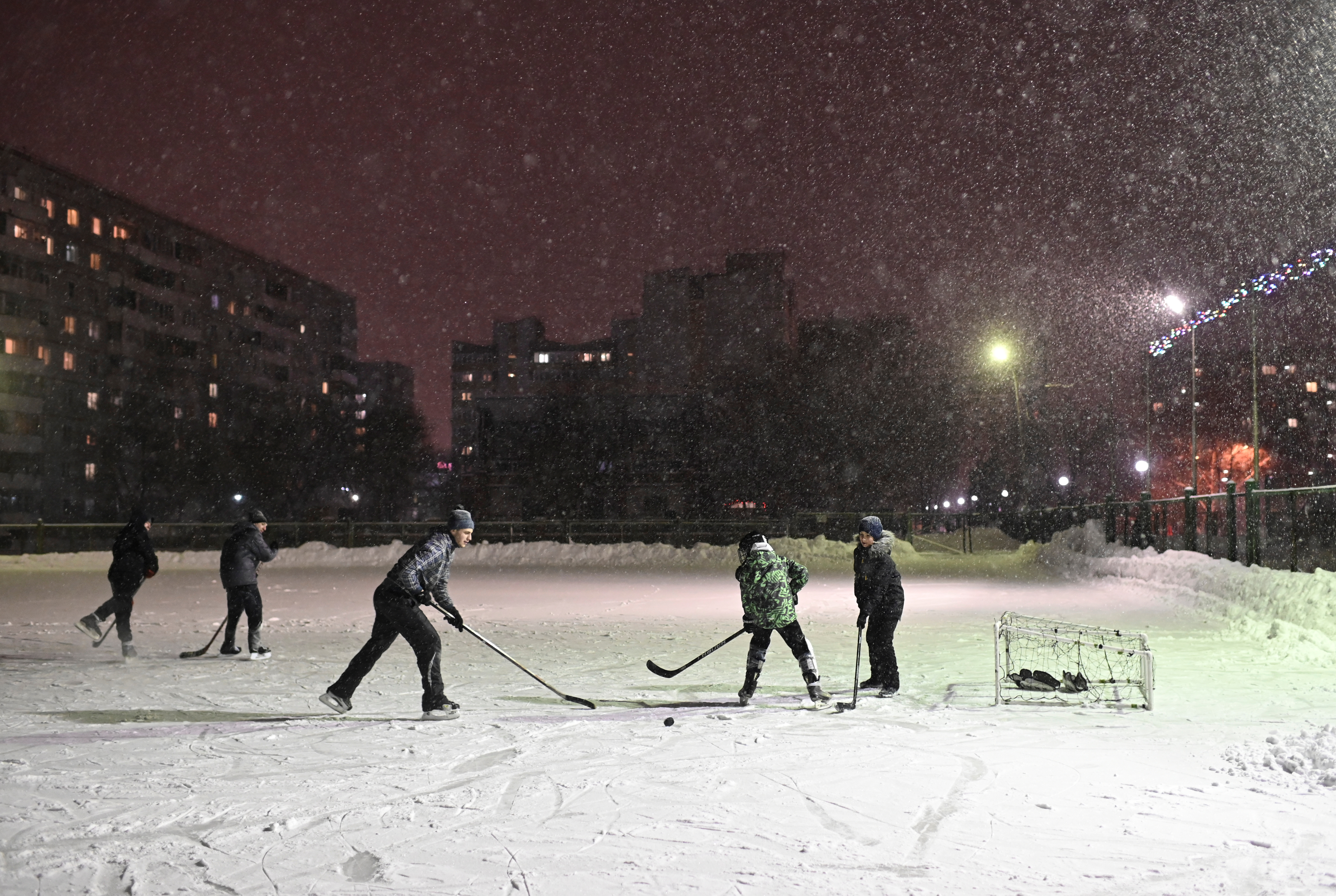 Χριστουγεννιάτικο… χόκει με χιονάκι για παρέα!