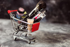 ΕΟΦ: «Επικίνδυνα 15 καλλυντικά που διατίθενται στο διαδίκτυο – Μην τα χρησιμοποιήσετε!»