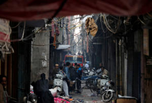 Τραγωδία στο Νέο Δελχί! Τουλάχιστον 43 νεκροί από πυρκαγιά σε εργοστάσιο