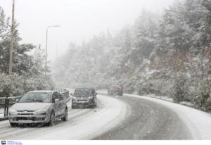 Καιρός: Καταιγίδες, χιόνια και τσουχτερό κρύο