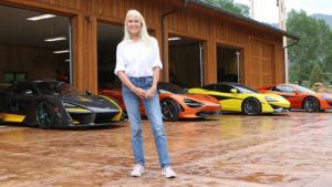 Κι όμως, αυτή η κυρία συλλέγει πανάκριβες McLaren! [vid]