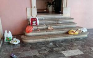 Κέρκυρα: Εικόνες ντροπής στο περιστύλιο των ανακτόρων! Δεν πίστευαν στα μάτια τους οι υπάλληλοι της πινακοθήκης [pics]
