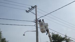 ΔΕΔΔΗΕ: Μάχη για την αποκατάσταση της ηλεκτροδότησης στα Βίλια