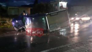 """Κρήτη: Αυτοκίνητο """"καρφώθηκε"""" σε βενζινάδικο! Χαροπαλεύει ο οδηγός [pics]"""