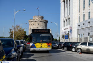 Θεσσαλονίκη: Επιβάτες χωρίς εισιτήριο πλάκωσαν στο ξύλο ελεγκτή μέσα σε λεωφορείο του ΟΑΣΘ!