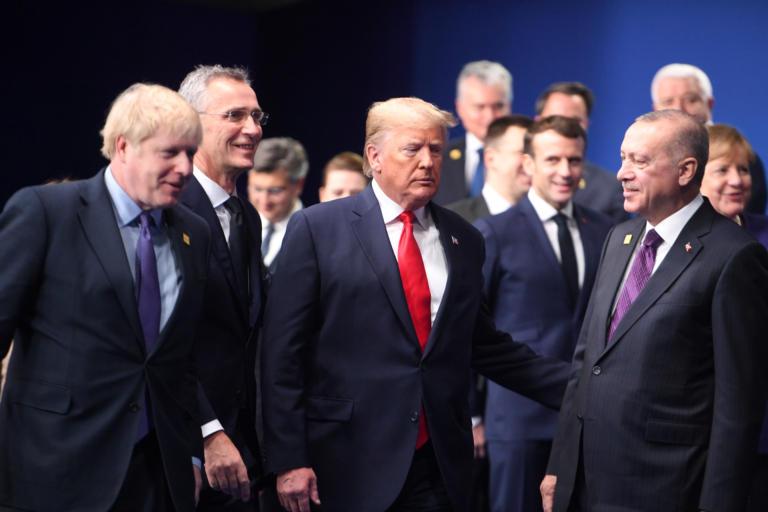 Σύνοδος ΝΑΤΟ: Μακρόν και Ερντογάν δυο ξένοι στην ίδια συμμαχία