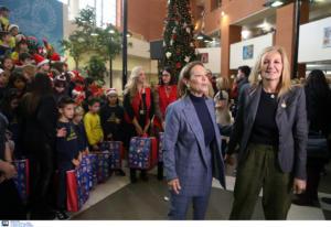 Δώρα και χαμόγελα μοίρασε η Μαρέβα Γκραμπόφσκι στα παιδιά του νοσοκομείου Παπαγεωργίου