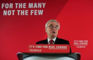 """Βρετανία: Δεν θα είναι στην επόμενη """"σκιώδη"""" κυβέρνηση των Εργατικών ο Μακντόνελ"""
