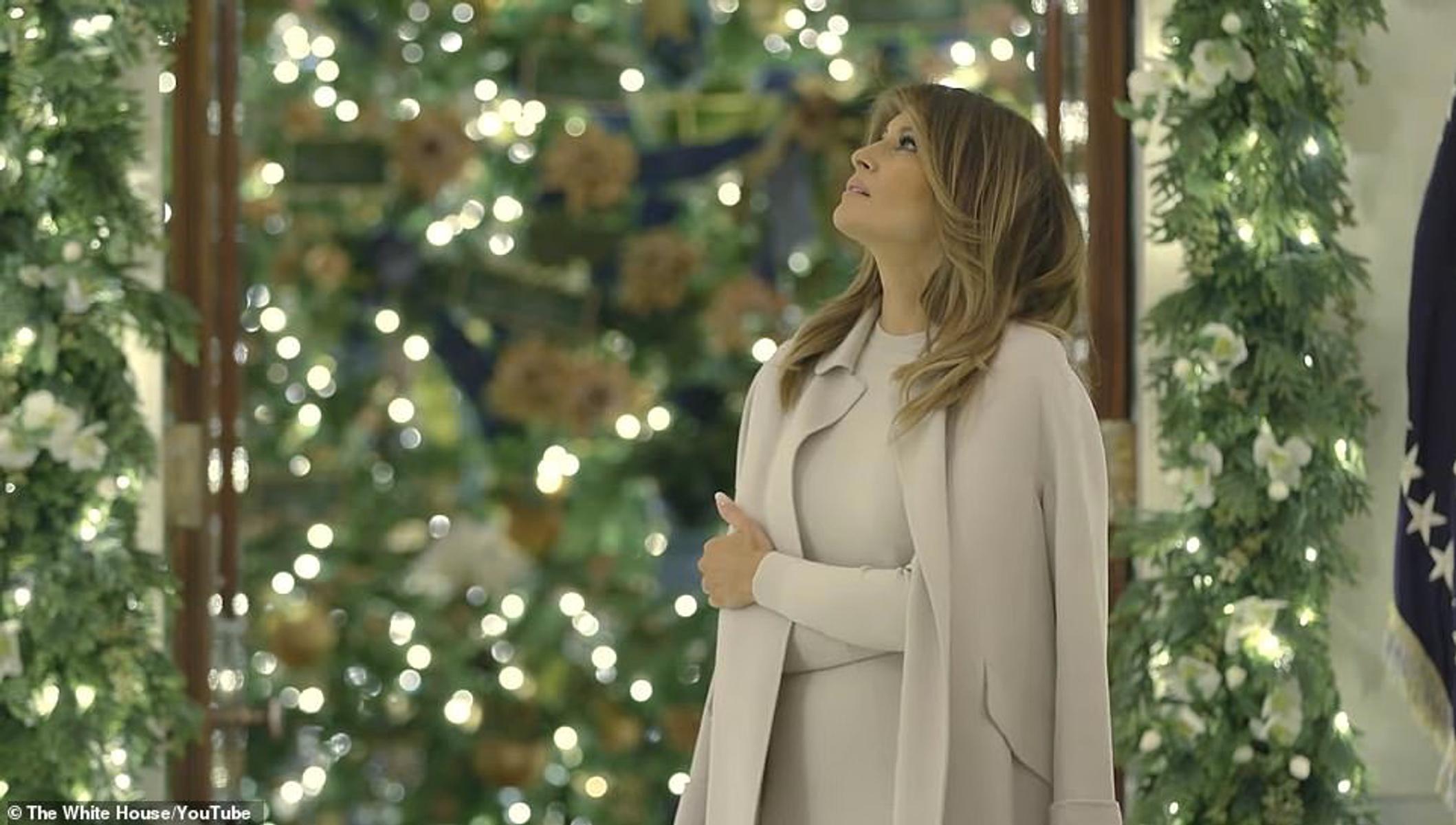 Πυρετώδεις προετοιμασίες στον Λευκό Οίκο για τον χριστουγεννιάτικο στολισμό παρά το… ξενέρωμα της Μελάνια Τραμπ