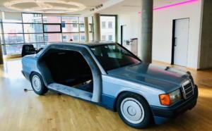 Παλιά Mercedes μεταμορφώθηκε στο πιο περίεργο meeting room που έχεις δει! [pics]