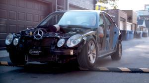 Τι παθαίνει το αυτοκίνητό σας όταν περνάτε με φόρα από τα σαμαράκια; [vid]