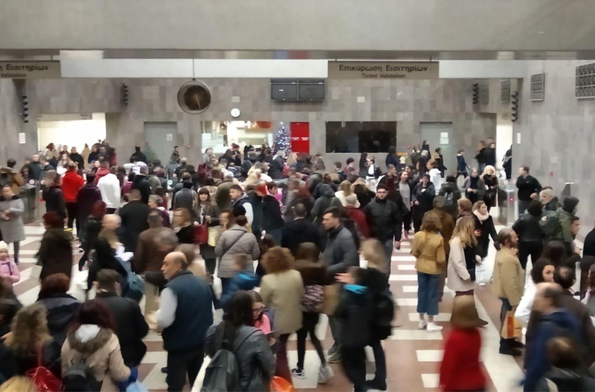 Χαμός στο σταθμό μετρό στο Σύνταγμα – Πως κινούνται μετρό, λεωφορεία και ηλεκτρικός