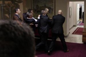 Μαυροβούνιο: Ξύλο και συλλήψεις στη Βουλή! [video]