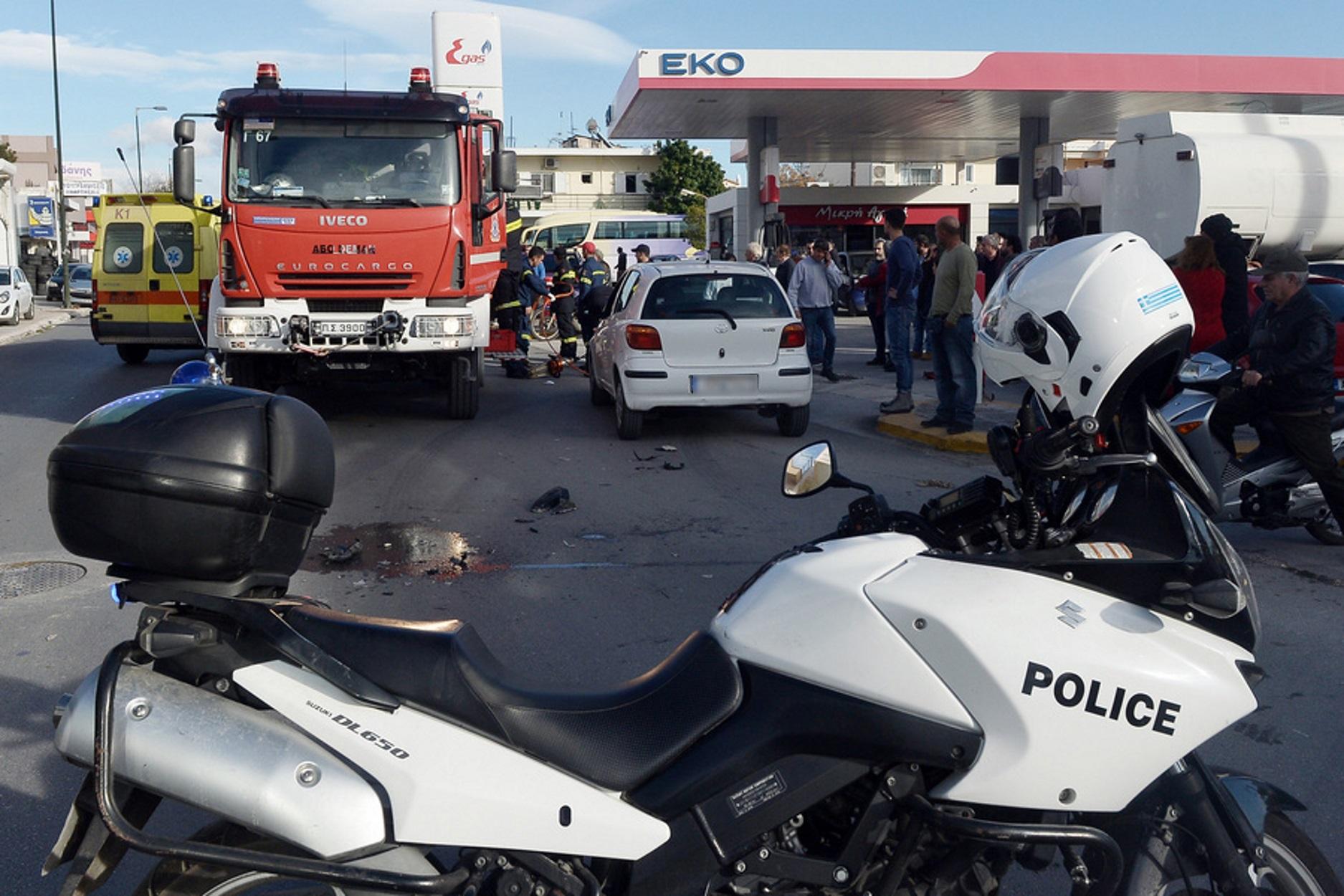 Ανατριχιαστικό τροχαίο για νεαρό μοτοσικλετιστή - Νοσηλεύεται διασωληνωμένος!