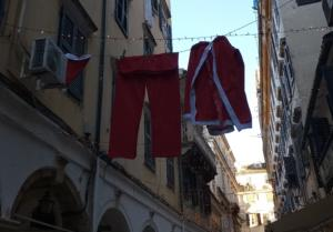Κέρκυρα: Ο Άγιος Βασίλης άπλωσε μπουγάδα! Όλα έτοιμα για τη γιορτή του Αγίου Σπυρίδωνα [pics]