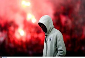 """Ολυμπιακός – ΠΑΟΚ: Άρχισαν τα… όργανα! Ξύλο παικτών με οπαδούς στο """"Καραϊσκάκης"""""""
