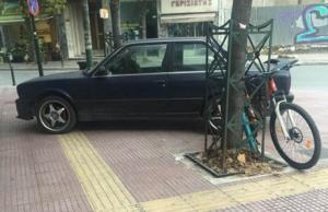 Λάρισα: Συνεχίζονται τα παράνομα παρκαρίσματα! Δύο παραβάσεις σε μία φωτογραφία [pics]