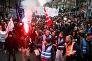 Πέτρες και δακρυγόνα στο κέντρο του Παρισιού [Pics]