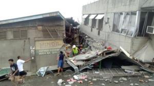 Σεισμός στις Φιλιππίνες: Ένα παιδί νεκρό από τα 6,8 Ρίχτερ! Εικόνες πανικού [video]