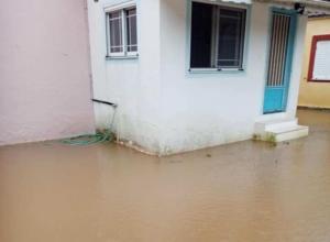 """Αιτωλοακαρνανία: Τα νερά της βροχής μπήκαν στα σπίτια τους! Εικόνες από τις πλημμύρες του """"Ετεοκλή"""" [pics]"""