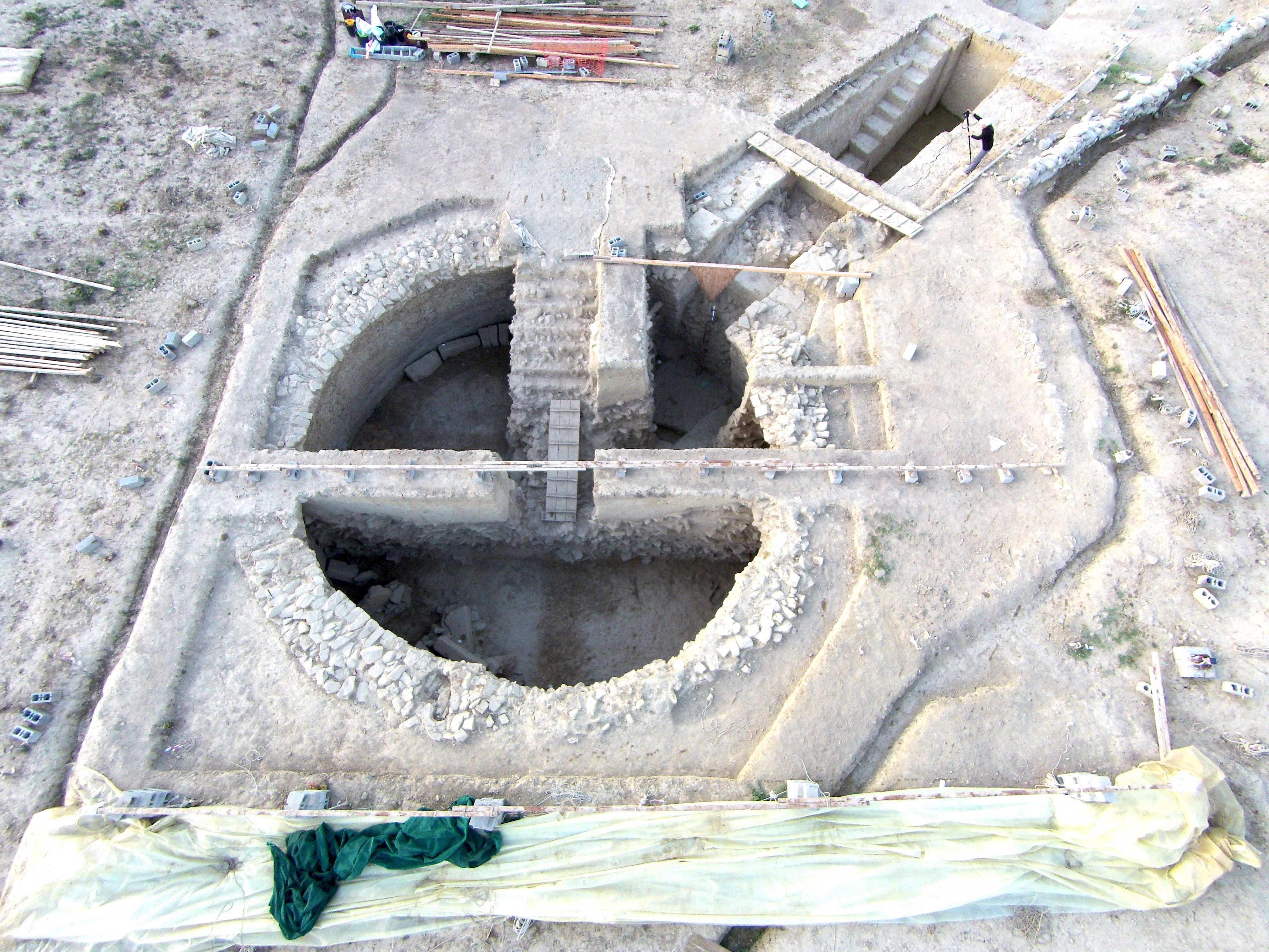 """Συγκλονιστικά αρχαιολογικά ευρήματα δίπλα στον """"Γρύπα Πολεμιστή"""" στην Πύλο! Ανακαλύφθηκαν ασύλητοι θολωτοί τάφοι!"""