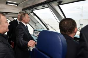 Εγκαινίασε τη σύνδεση της Ρωσίας με την Κριμαία ο… καπετάν Πούτιν! pics