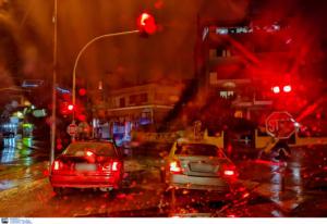 Καιρός: Σφοδρές καταιγίδες σε δυτική Αθήνα και βόρεια προάστια! Άνοιξαν οι ουρανοί