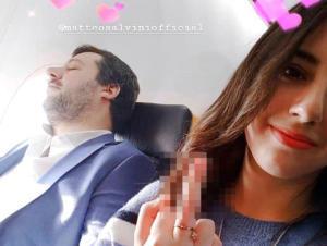 Σάλος στην Ιταλία με τον Σαλβίνι και τη νεαρή με το… μεσαίο δάχτυλο
