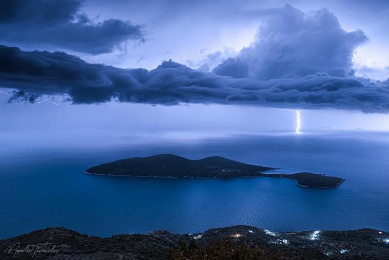 Καιρός – Διδώ: Έγινε… καμβάς ο ουρανός της Σάμου! Οι μαγευτικές εικόνες που κόβουν την ανάσα