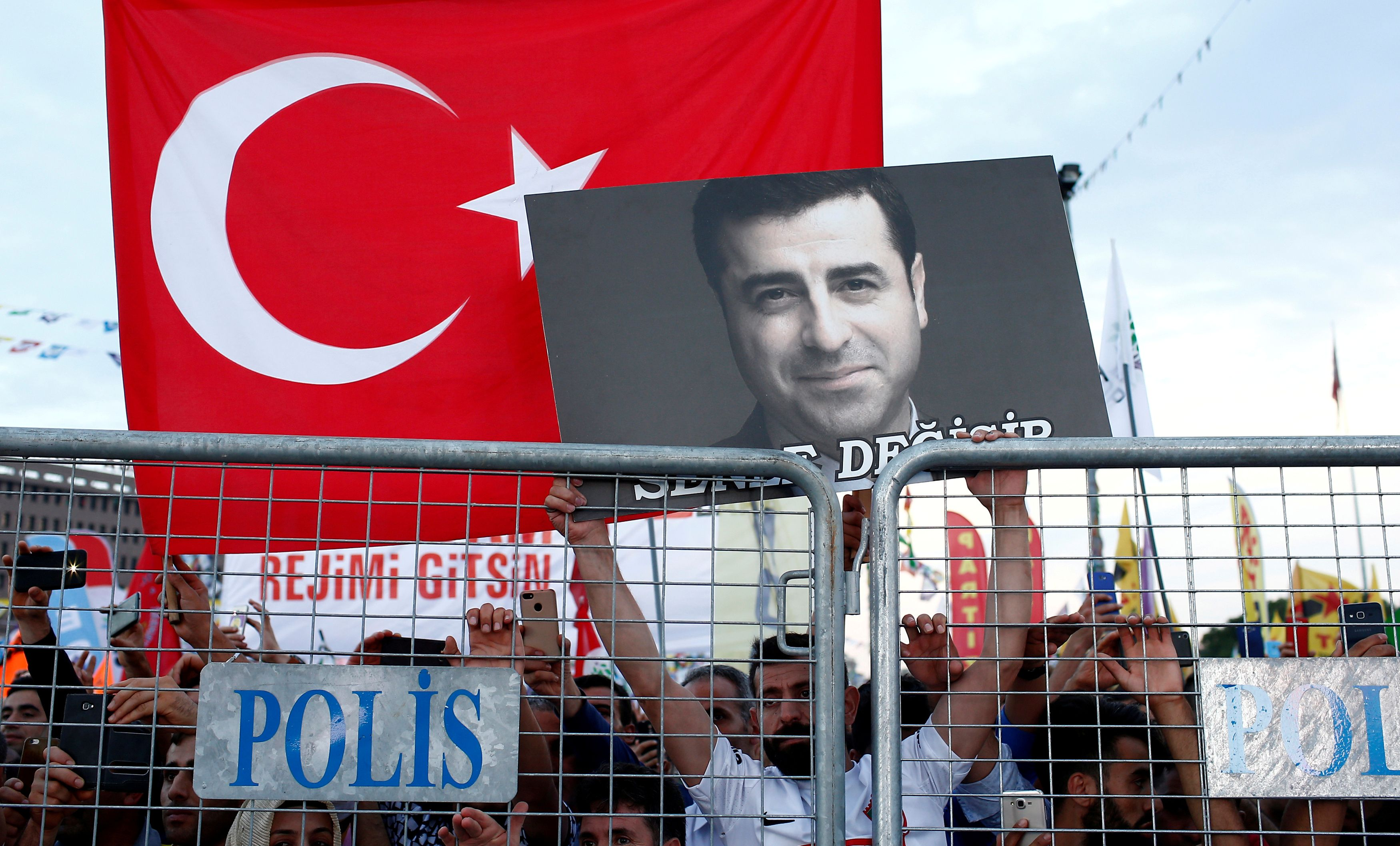 Τουρκία: Κάλεσμα Ντεμιρτάς στα κόμματα της αντιπολίτευσης να ενωθούν απέναντι στον Ερντογάν