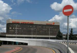 Τρόμος στο αεροδρόμιο της Μόσχας! Αεροπλάνο βγήκε από τον διάδρομο