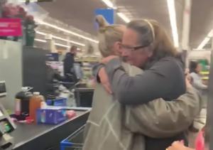 Sia: Πήγε ινκόγκνιτο σε σούπερ μάρκετ και πλήρωσε τα ψώνια πολιτών! video