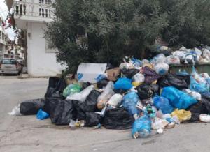 """Ζάκυνθος: Σταμάτησε η αποκομιδή και τα σκουπίδια αρχίζουν να """"πνίγουν"""" τις γειτονιές του νησιού [pics]"""