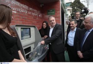 Θεοδωρικάκος: Εγκαινίασε το πρώτο «σπιτάκι της ανταποδοτικής ανακύκλωσης» στην Καλλιθέα