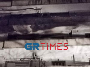 Φωτιά σε διαμέρισμα στη Θεσσαλονίκη, κινδύνευσαν παιδιά! [video]