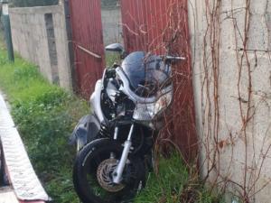 Λάρισα: Μετωπική σύγκρουση αυτοκινήτου με μηχανή! Στο νοσοκομείο 29χρονος οδηγός μετά το τροχαίο [pics]