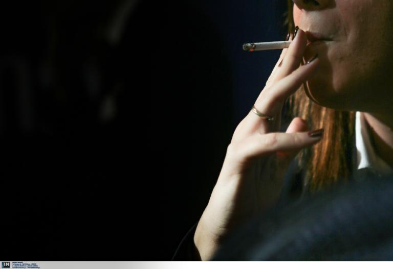 Νέα μελέτη: Ο καπνός του τσιγάρου κάνει τα κύτταρα πιο ευάλωτα στον κορονοϊό