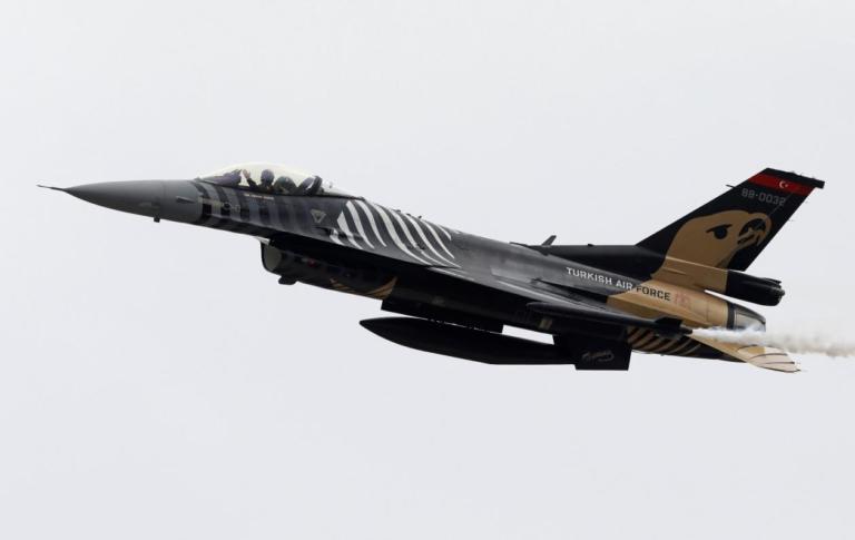"""Τουρκικά μαχητικά F-16 μετά τις εμπλοκές """"χτύπησαν"""" με διπλές υπερπτήσεις στο Αιγαίο!"""