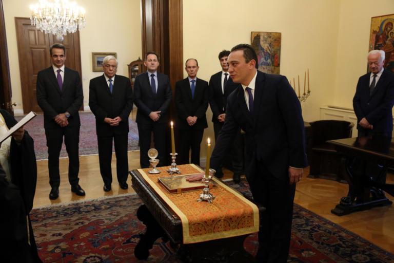 Ορκίστηκε ο νέος υφυπουργός Εξωτερικών [pics]