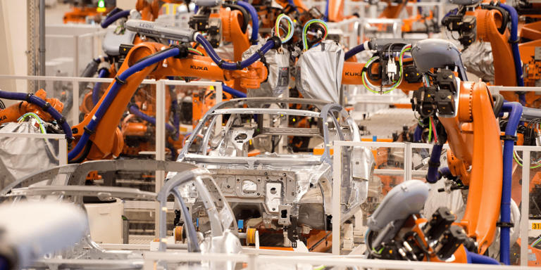 H ηλεκτροκίνηση έχει κοστίσει ήδη πάνω 80.000 θέσεις εργασίας στην αυτοκινητοβιομηχανία