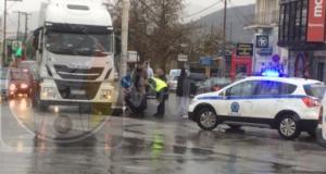 Βόλος: Νεκρή γυναίκα στις ρόδες νταλίκας! Σκληρές εικόνες στο σημείο της τραγωδίας [pic, video]